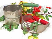 picture of flour sifter  - a house hold kitchen gadget for the cook - JPG