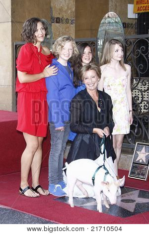LOS ANGELES - AUG 6: Maggie Gyllenhaal, Emma Thompson and her anny McPhee Returns co- at the Walk of Fame ceremony where Emma Thompson receives the 2415th in Los Angeles, California on August 6, 2010