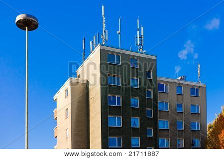 Antennas for cellphone service on building