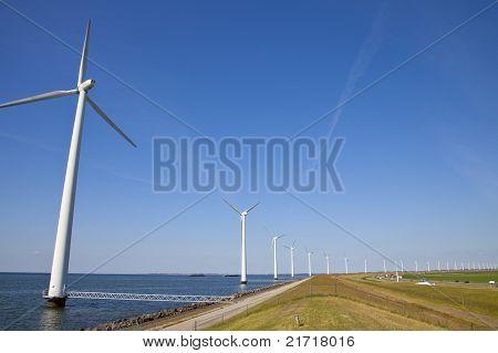 Mühlen am niederländischen Dike