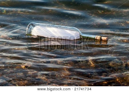 Message in a Bottle im Wasser