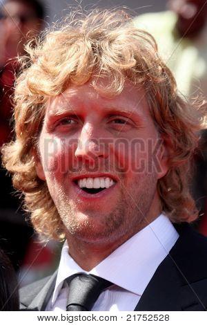 LOS ANGELES - JUL 13: Dirk Nowitzki Ankunft bei den 2011 ESPY Awards im Nokia Theater, LA Live auf