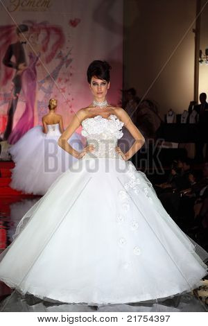 MOSCOW - FEBRUARY 14: Model wears wedding dress walks catwalk of French fashion in salon Estet, on February 14, 2011 in Moscow, Russia. In 2006, Estet became one of leaders of Russian jewelry market