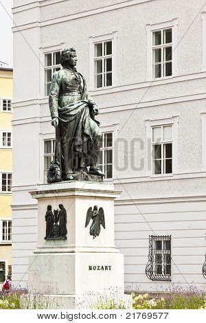 An image of the nice Mozart statue in Salzburg
