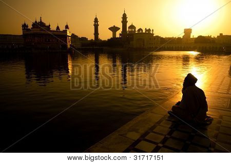 Sikh pilgrims sitting beside the holy pool,Golden Temple,Amritsar,Punjab state,India,Asia
