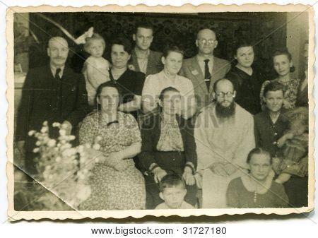 altes Photo der Großfamilie (vierziger Jahre)