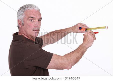 Man using a measuring tape