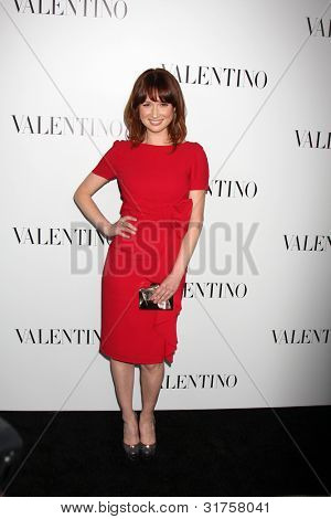 LOS ANGELES - MAR 27:  Ellie Kemper arrives at the Valentino Beverly Hills Opening at the Valentino Store on March 27, 2012 in Beverly Hills, CA