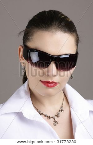 Business woman whit sun glasses