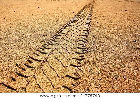 pistas de coche en la arena