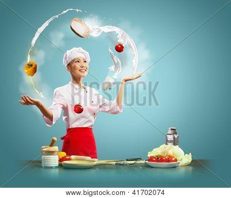 Cocinero mujer malabarista
