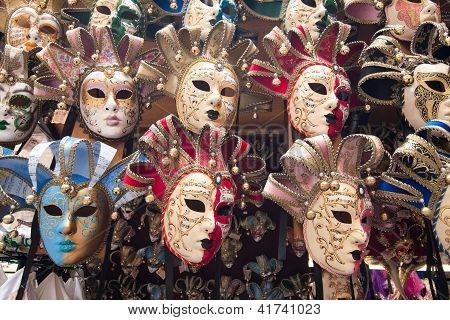 Karnevalsmasken in Venedig und Florenz