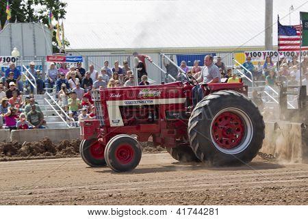 International Turbo Bushville Lanes Tractor Pulling