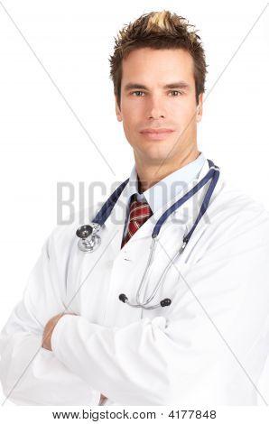 Médico com estetoscópio
