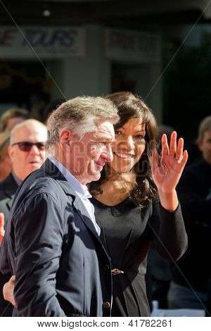 Robert De Niro and Grace Hightower at the Handprint Ceremony at Chinese Theatre