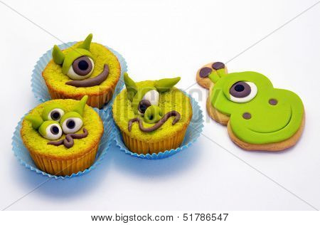 Martians and robots party cookies.