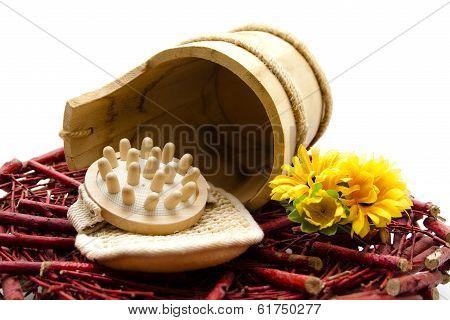 Massage brush with sponge
