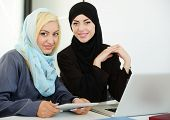 foto of arabic woman  - Arabic business people working in office - JPG