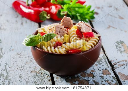 Pasta salad with tuna and pepper in a bowl