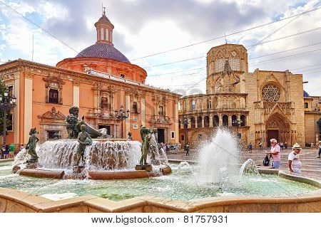 VALENCIA, SPAIN - SEPT 10: Square of Saint Mary's and fountain Rio Turia.