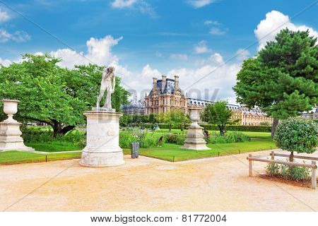 Paris - September 18: Louvre Museum And Park Des Tuileries  On September, 18, 2013. The Louvre Is Th