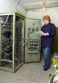 image of relay  - Operator woman - JPG