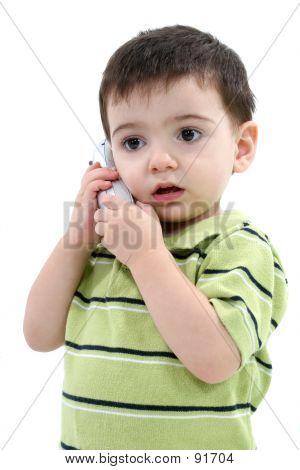 Adorable Toddler Boy sprechen auf dem Schnurlostelefon weiß