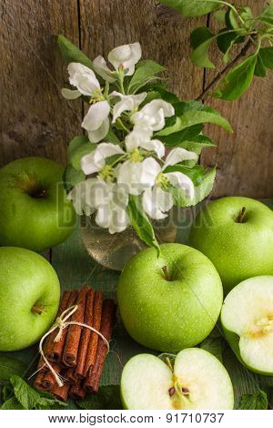 Green apples, mint and cinnamon on the table