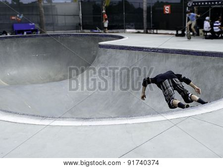 Skate Boarder Goes Vertical