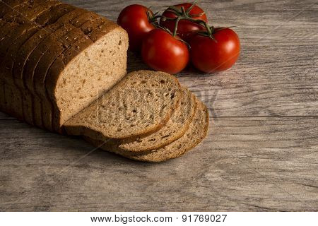Whole Wheat Bread with Tomatoes