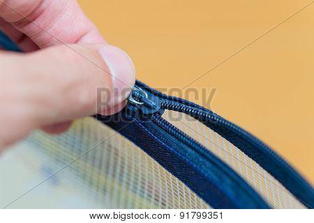 Pulling Zipper