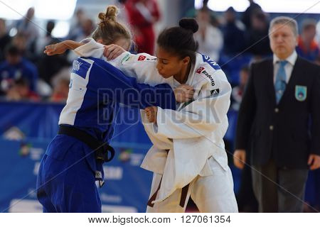 ST. PETERSBURG, RUSSIA - APRIL 16, 2016: Match Lesley Koorn of Netherlands (blue) vs Ketelyn Nascimento of Brazil during the Junior European Judo Cup. 346 athletes participated in the competition