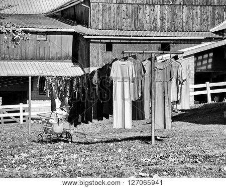 Image of wash hanging on clothesline in Amish fashion.