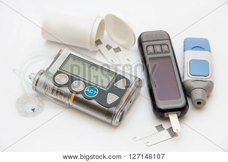Education about what you need to control diabetes: insulin pump and blood sugar meter