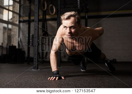 Man doing one hand push-up to build muscle