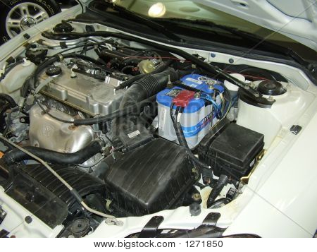 um dodge stratus quatro cilindros do motor