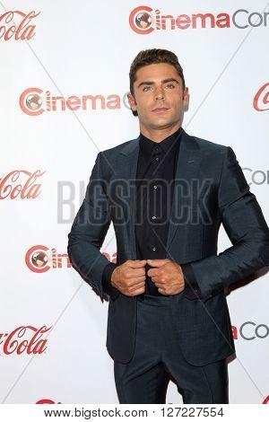 LAS VEGAS - APR 14:  Zac Efron at the CinemaCon Awards Gala at the Caesars Palace on April 14, 2016 in Las Vegas, CA