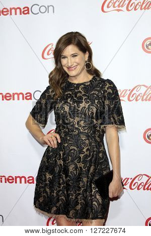 LAS VEGAS - APR 14:  Kathryn Hahn at the CinemaCon Awards Gala at the Caesars Palace on April 14, 2016 in Las Vegas, CA