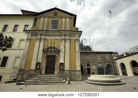 Piazza San Rufo in Rieti is considered to be the exact centre of Italy (Umbilicus Italiae)