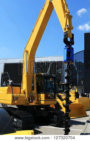 Construction yellow machine with a large drill for wells