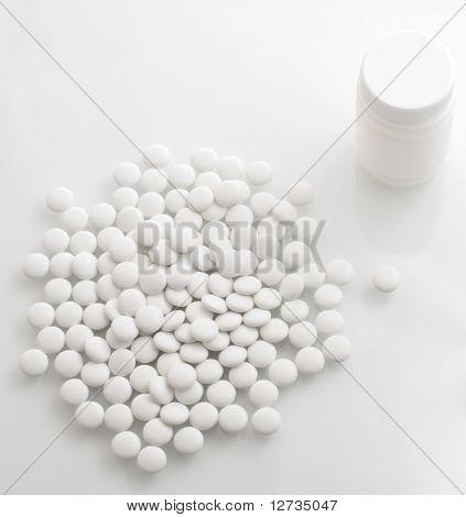 pastillas blancos y blanco botella