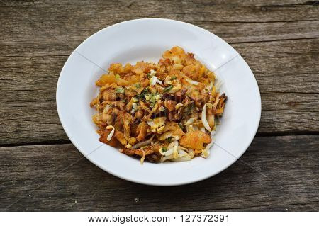 Crisp fried mussel pancakes , Shell fried with vegetables Hoi Tod