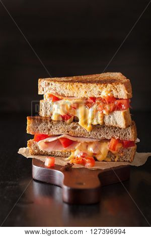 grilled cheese sandwich with ham and tomato