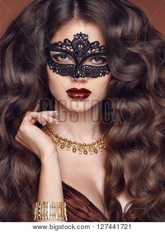 Beautiful Fashion Luxury Makeup, Long Healthy Hair, Lips Make-up. Beauty Brunette Model Woman Holida