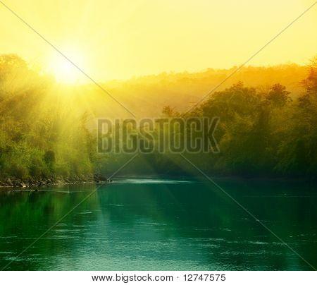 Sonnenuntergang im Dschungel von Thailand