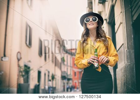 Fashionable woman drinking a beer