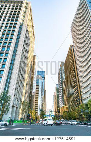 TOKYO, JAPAN - NOVEMBER 27, 2015 : Traffic in midtown tokyo ,Japan cityscape