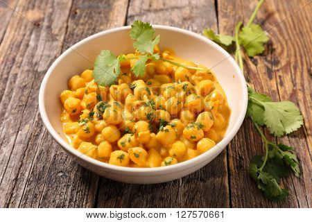 chickpea with cream and curry