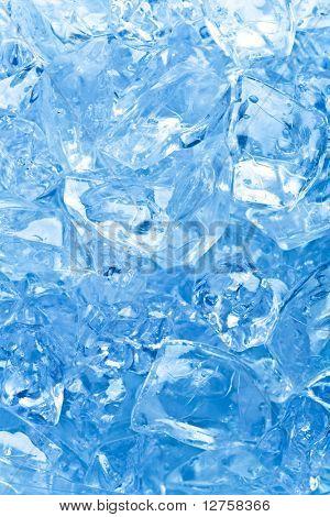 Hintergrund mit Eiswürfeln in blaues Licht