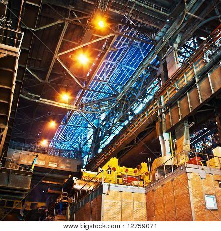 Enorme industriële ruimte hosting een hete rollende afdeling